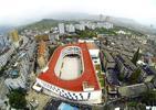 Szkoła podstawowa i obiekt sportowy w jednym - bieżnia na dachu architektury współczesnej w Chinach
