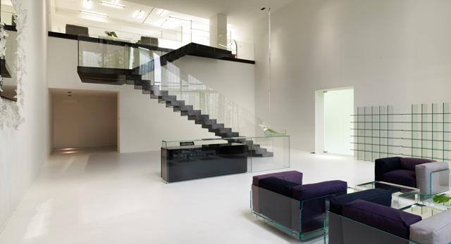 Architektura wnętrza i bryła siedziby Glas Italia. Zobaczcie nowoczesne wnętrze zaprojektowanie przez Piero Lissoni.
